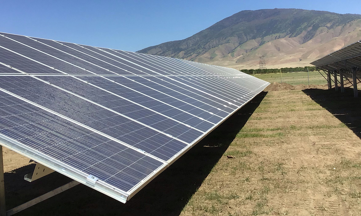 FIELD-FAST™ Mounting System solar panels installed